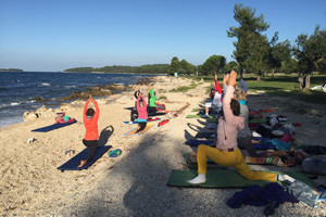 Yoga am Strand mit Erica Zehetner  in Istrien
